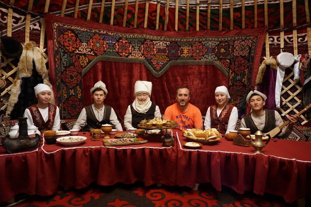 Bişkek gezilecek yerler - Supara'da Kırgızistan'ın güzel insanlarıyla