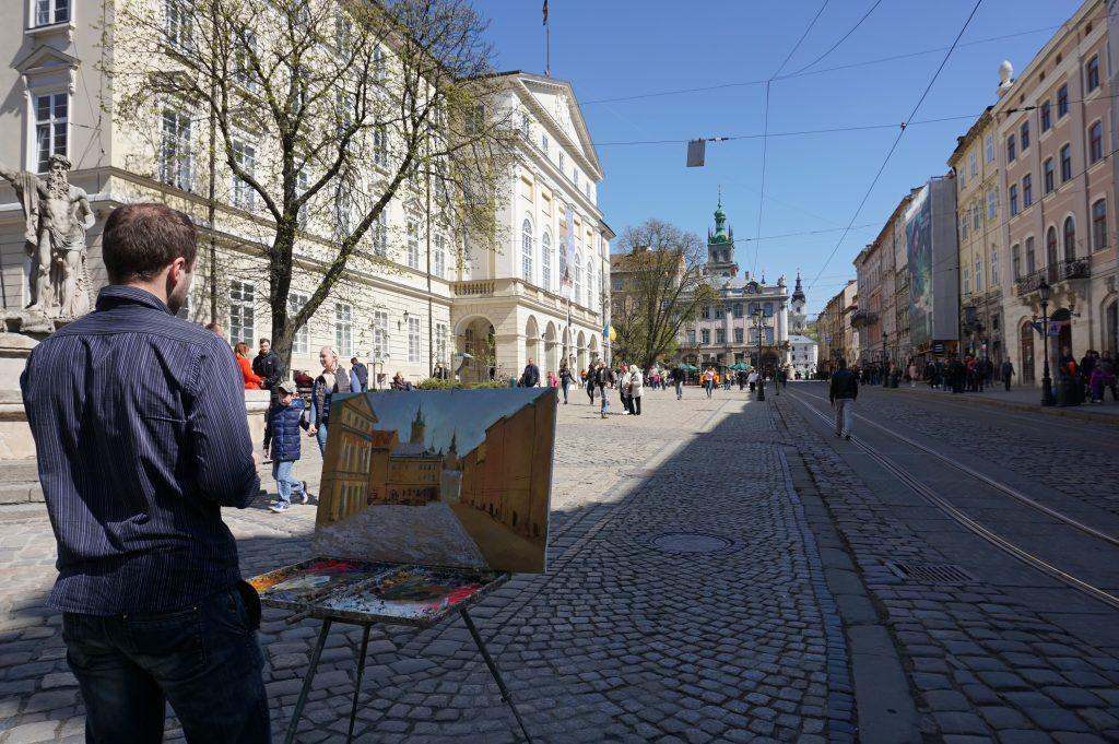 Lviv gezilecek yerler - Rynok meydanından görüntü