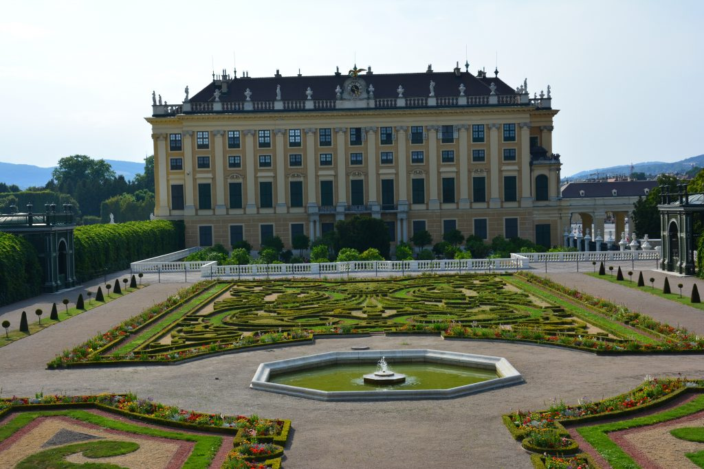 Schörnburnn Sarayı