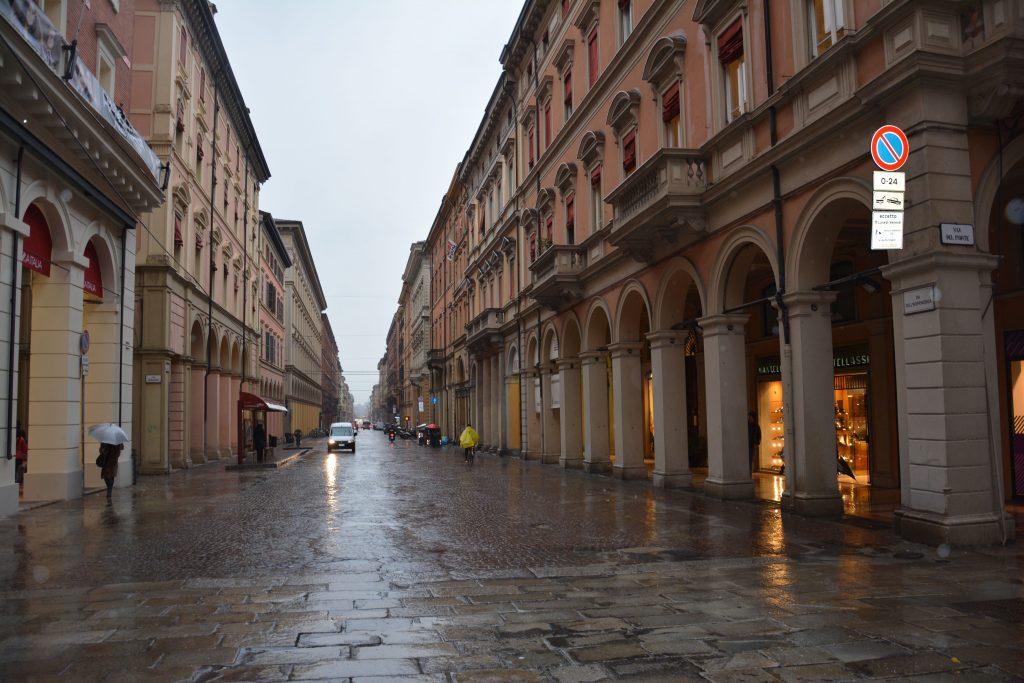 Bologna caddeleri