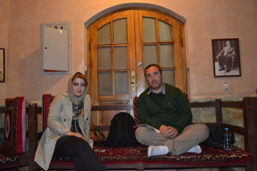 Arkadaştan Farsça birşeyler öğrenirken :)