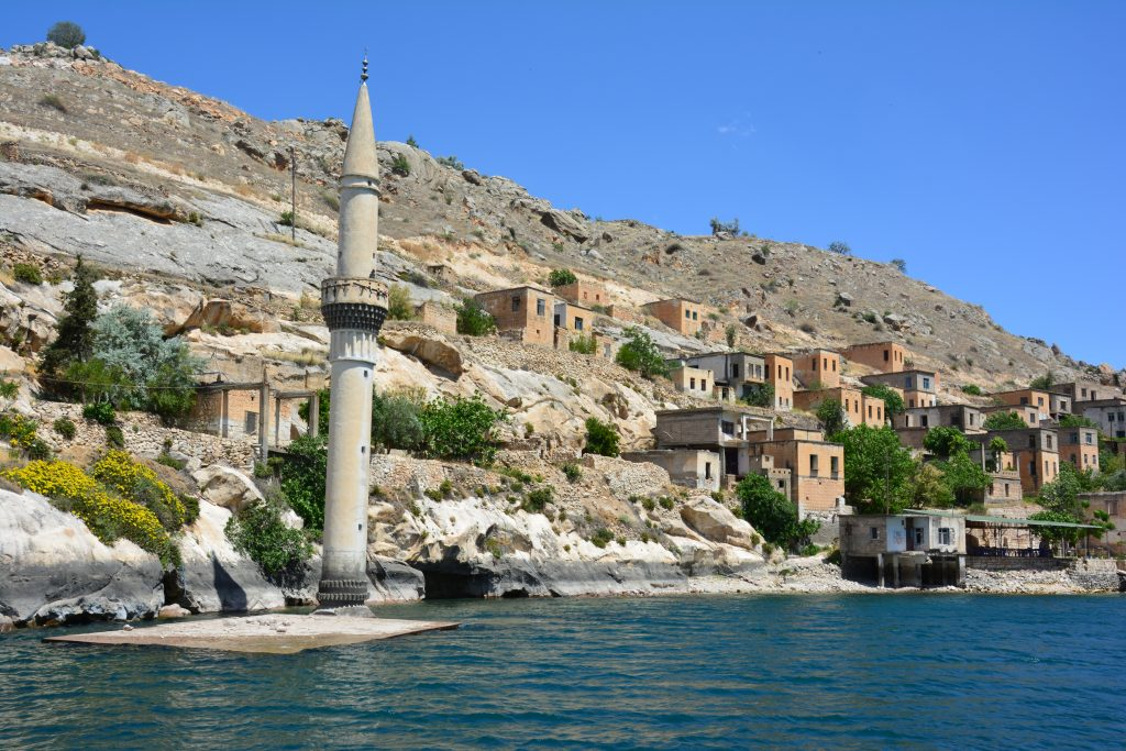 Halfeti gezilecek yerler - sular altında kalmış köy