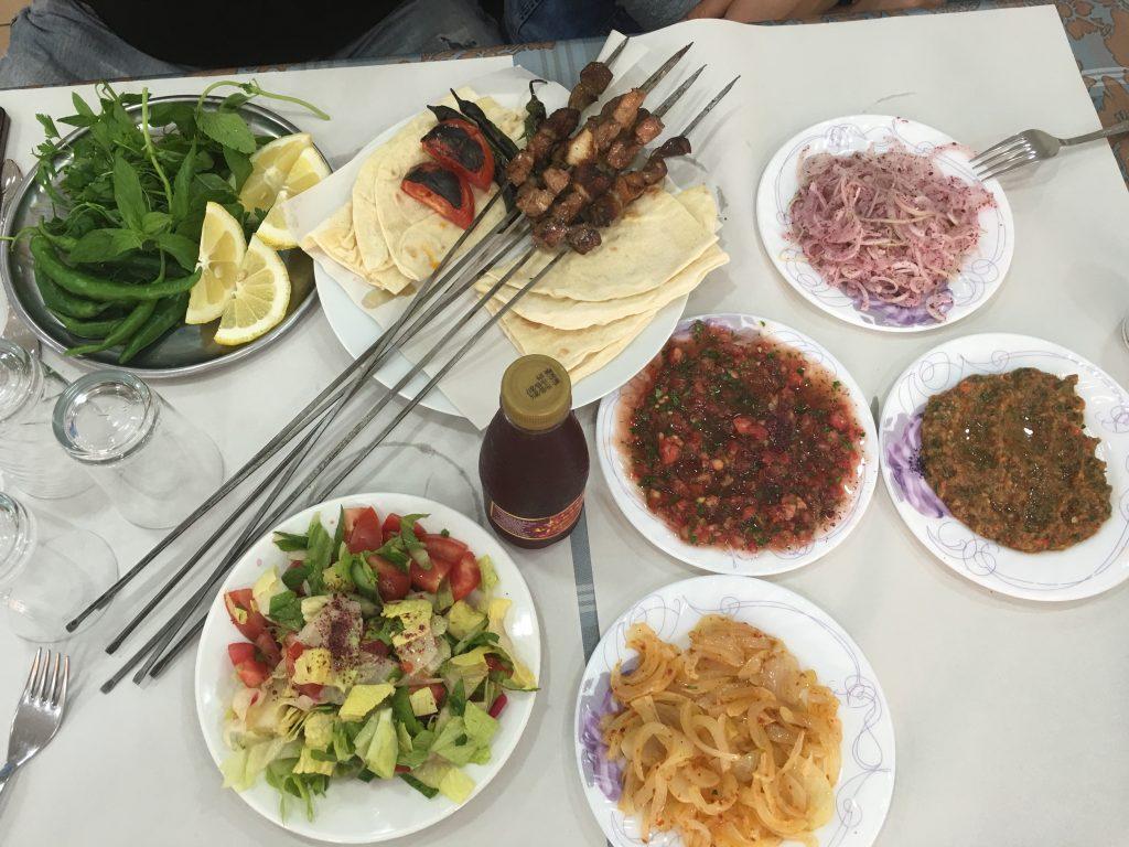 Adana gezilecek yerler - Yemede yanında yat  güzel Adana'mın lezzetlerinin yanında :)