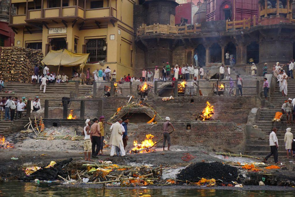 Hindistan hakkında genel bilgiler - Varanasi ölü yakma törenleri