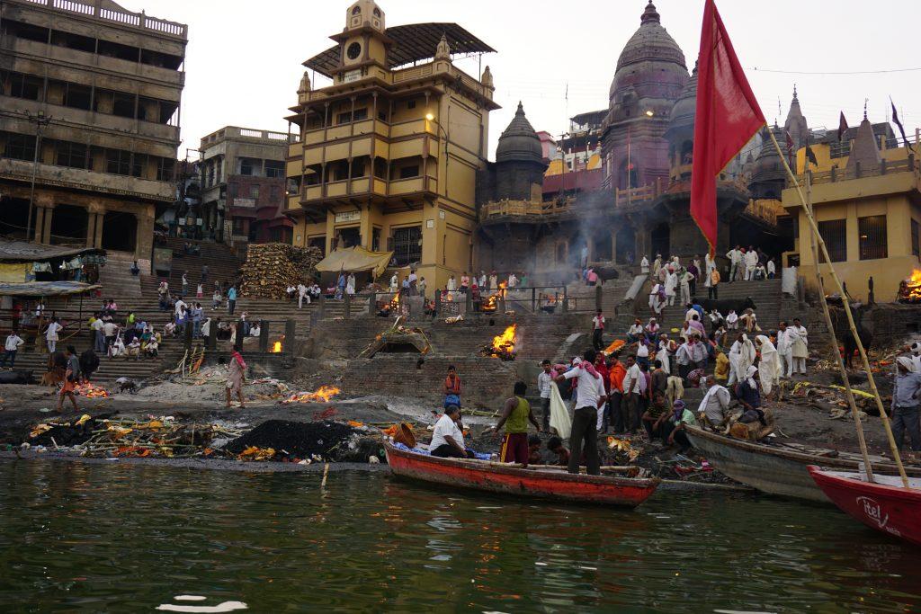 Varanasi Gezilecek Yerler - Ölü yakma törenlerinin yapıldığı en büyük ghat
