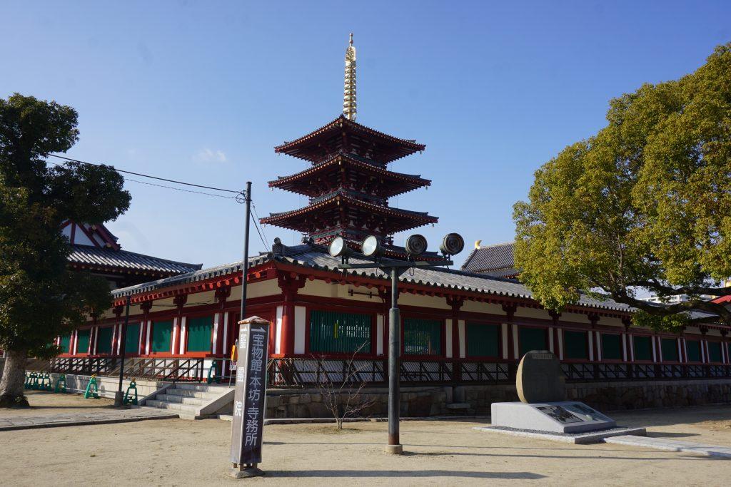 Tokyo gezilecek yerler - Tapınakları gökdelenlerin arasında görebilirsiniz